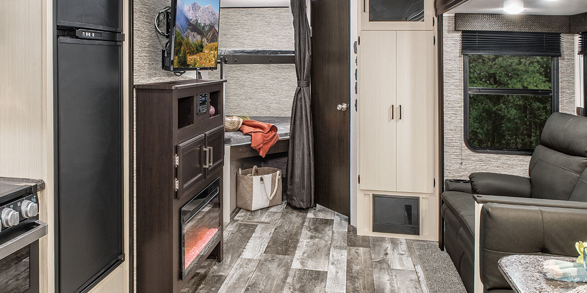 2020 Venture RV Stratus SR281VBH Travel Trailer Entertainment Center